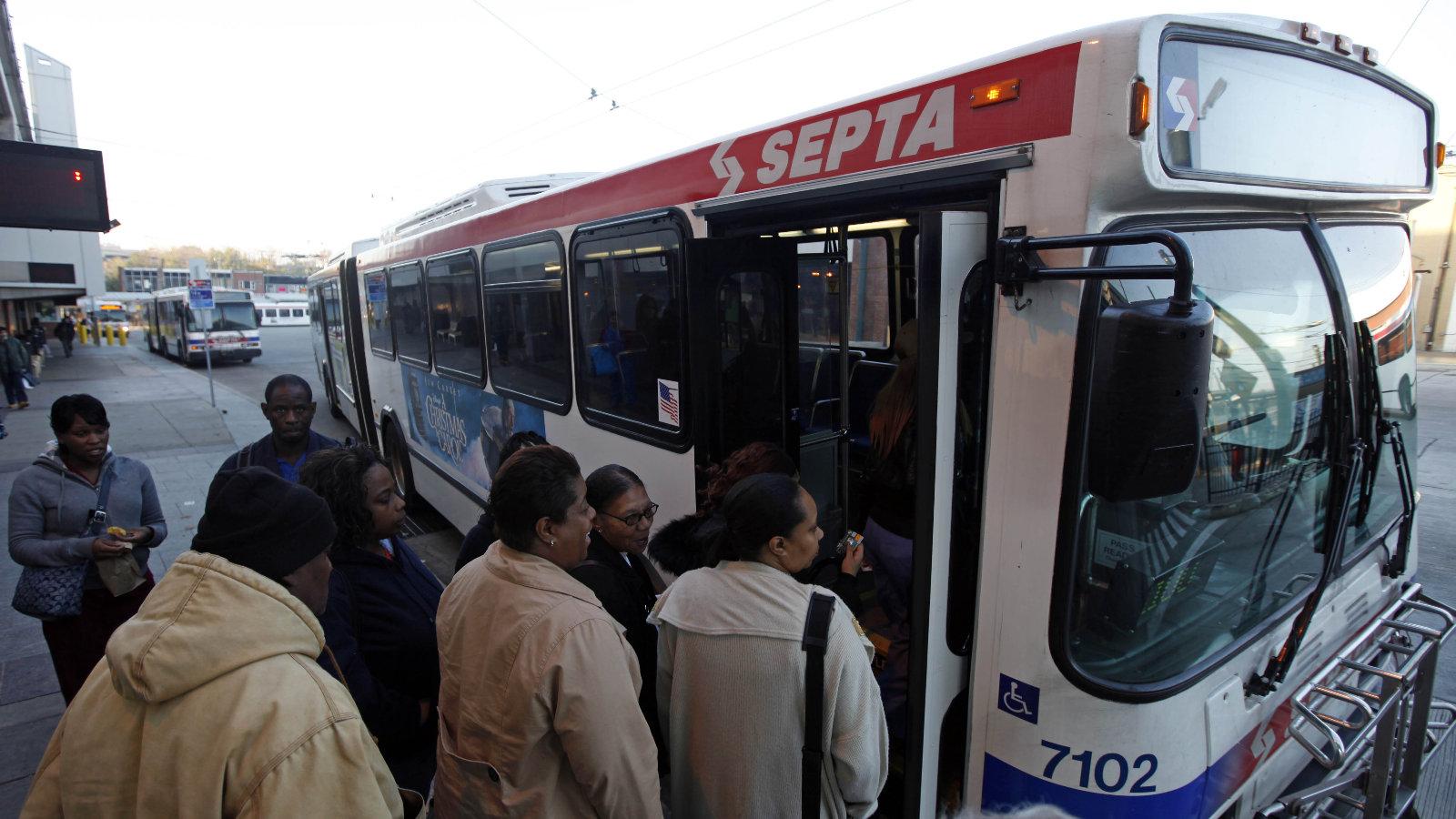 USA, jammer su un autobus per impedire le chiamate da cellulare.