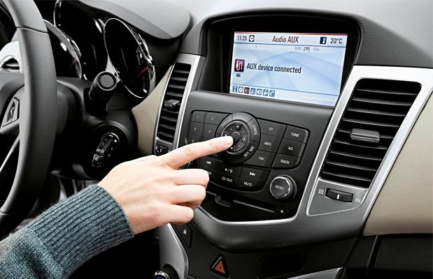 Le canzoni che ascoltiamo alla guida potrebbero essere pericolose