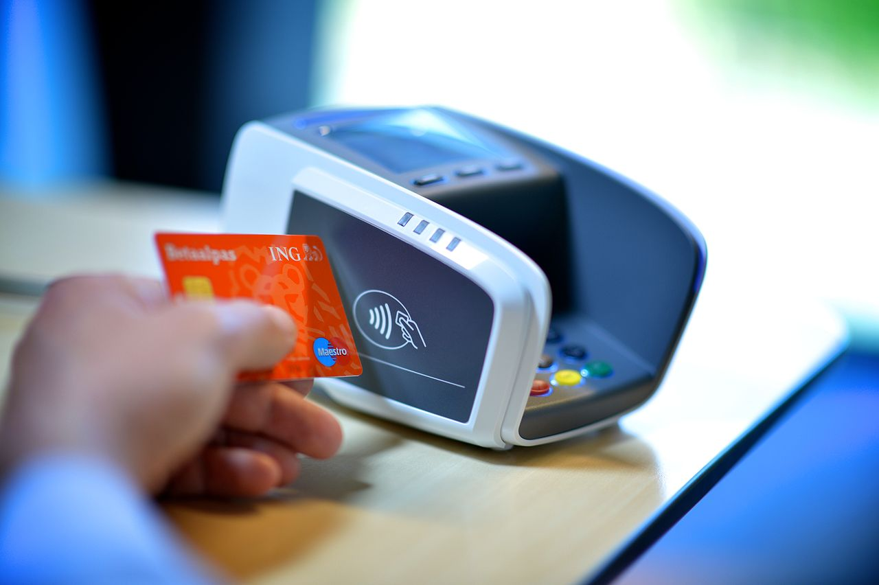 How to prevent wireless data theft from your contactless credit card (and not only)